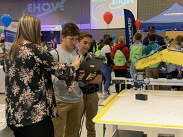 Freshman learn about new industrial technolgies in visit to EHOVE